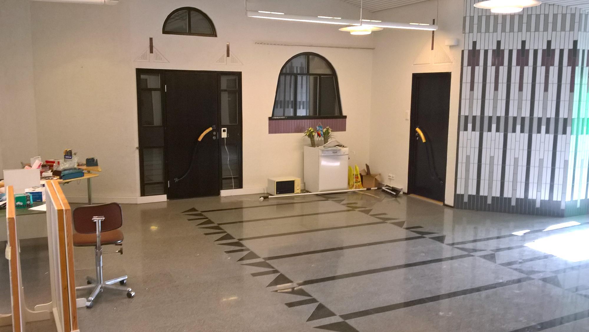 Keskuspuistikko 1-3 pankin aula sisätilat